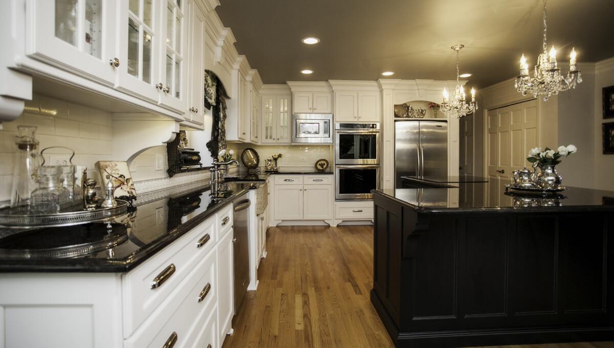 Naperville Formal Kitchen Remodeling & Custom Cabinetry