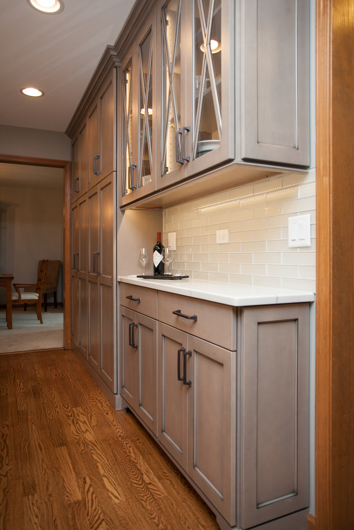 Gracious Amp Grey In Naperville River Oak Cabinetry